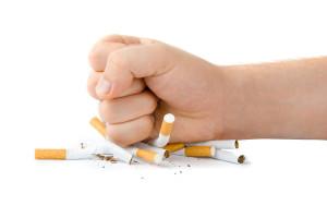 10 beste Katertipps. - Rauchen fördert die Wirkung von Alkohol und bringt Kopfschmerzen und Übelkeit.